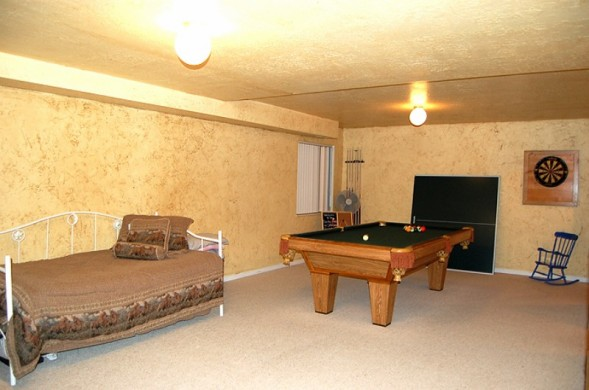 extra bedroom basement2.jpg